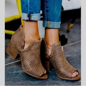 Shoes - JUSTINE Booties